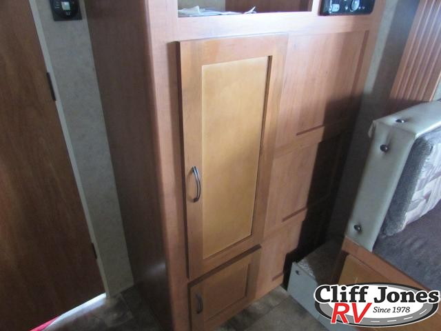 2014 Forest River Cherokee Grey Wolf 23BD Travel Trailer