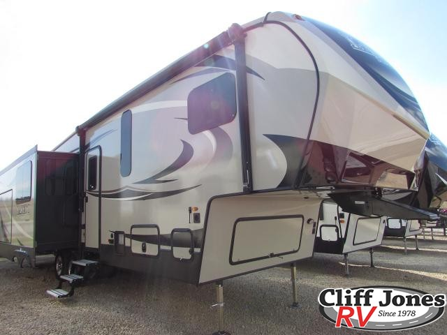 2019 Keystone Laredo 298SRL Fifth Wheel