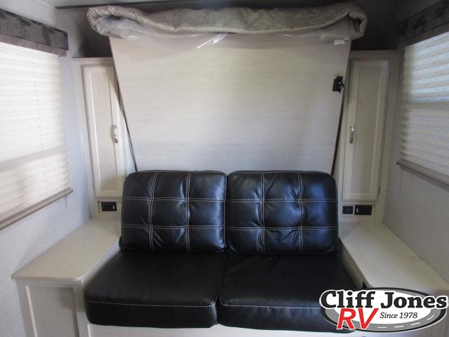2019 Winnebago Micro Minnie 2108DS Travel Trailer 2 Sofa