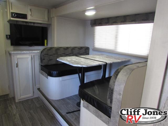 2019 Winnebago Micro Minnie 2108DS Travel Trailer 2 Dinette