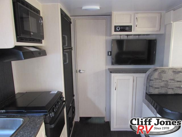 2019 Winnebago Micro Minnie 2108DS Travel Trailer