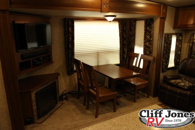 Pre-Owned 2015 Highland Ridge Open Range 337RLS Fifth Wheel